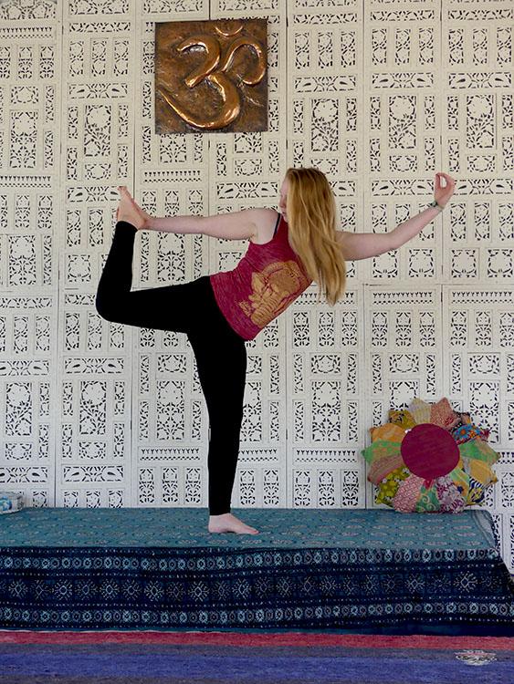 Bianca in Dancer Pose