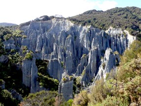 Hiking in the Pinnacles reserve