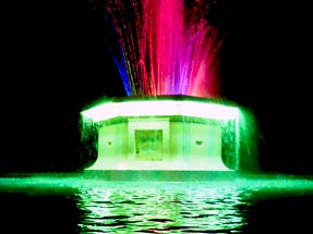 Tom Parker fountain at nighttime