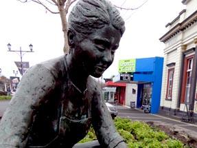Family Sculpture Waihi