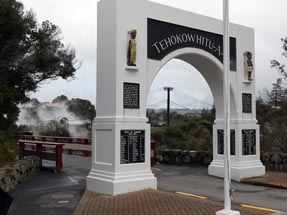 Gate Maori Dorf