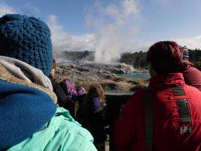 Geysir explodes